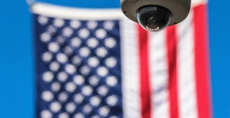Flagge der USA und Videokamera